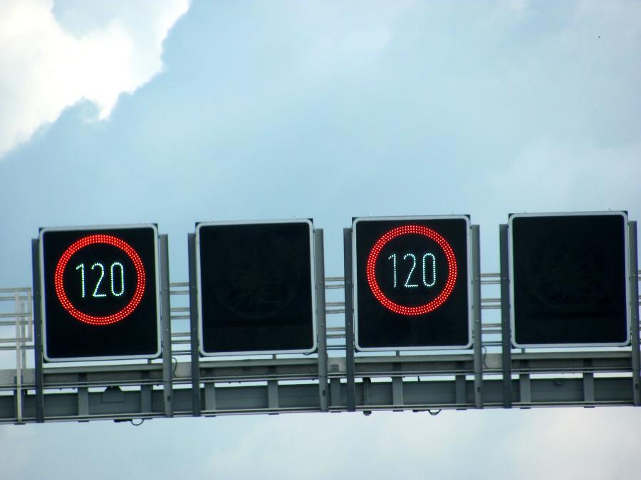 Geschwindigkeitsbegrenzung auf der Autobahn
