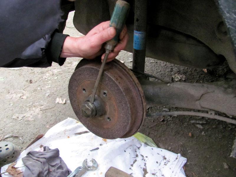 Wie wechselt man Bremsbacken 1