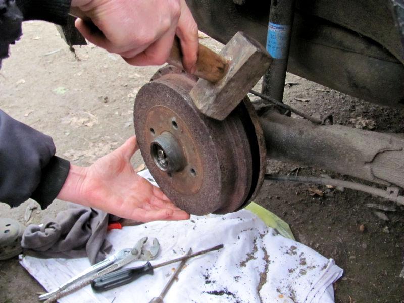Wie wechselt man Bremsbacken 4