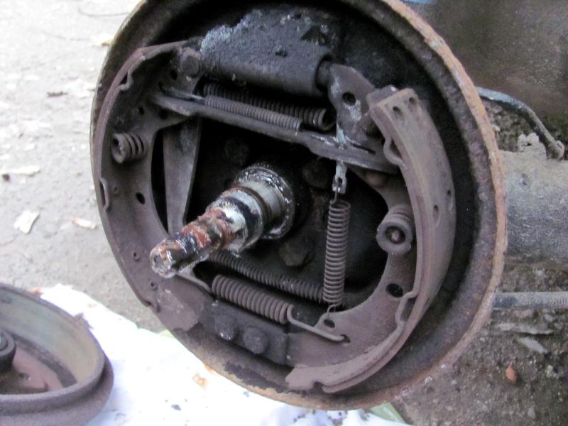 Wie wechselt man Bremsbacken 5