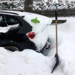 Auto eingeschneit